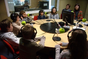 http://www.coneixmon.org/mm/image/noticies/radio_lh_contes.jpg